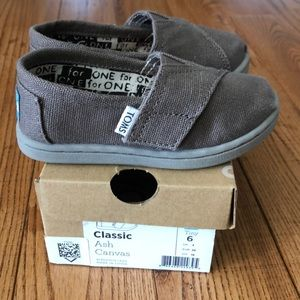 NEW - TOMS Toddler Tiny Classic Shoes - Size 6